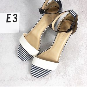 CL Laundry striped heels ankle wrap 8